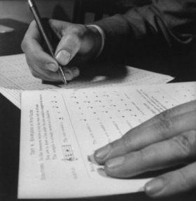 Foto de persona realizando un test