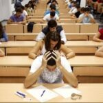 Students take a university entrance examination at a lecture hall in the Andalusian capital of Seville, southern Spain, September 15, 2009. Students in Spain must pass the exam after completing secondary school in order to gain access to university. REUTERS/Marcelo del Pozo (SPAIN EDUCATION SOCIETY) - RTR27V3I