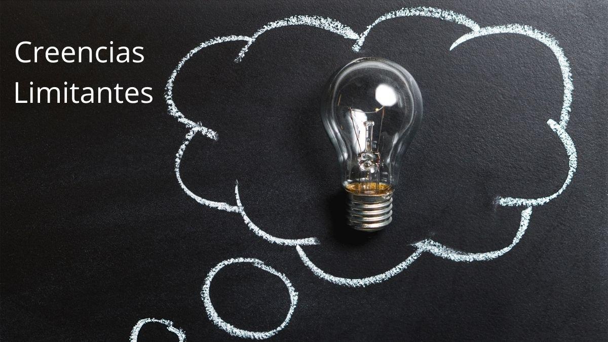 Un pensamiento con una lampara que no enciende - Creencia limitante