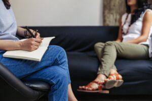 Dependencia emocional - Mujer en terapia
