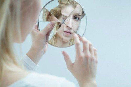 Chica con Trastorno límite de la personalidad