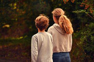 Terapia infantil - Niño con hermana