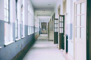 Estrés - Pasillo de colegio