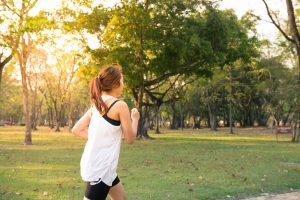 Síndrome de las Piernas Inquietas - Mujer haciendo ejercicio