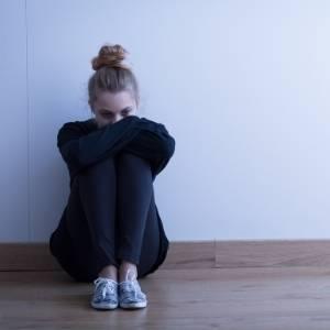 Mujer triste por duelo