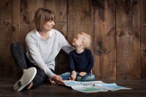 Teoría del apego - Madre mirando a hijo