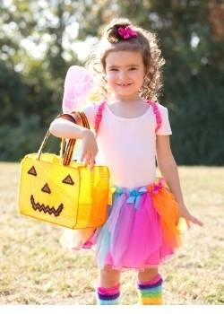 niña festejando halloween