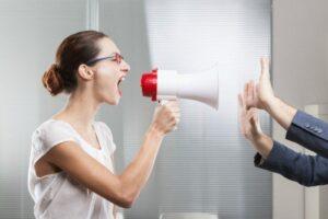 Comunicación no asertiva