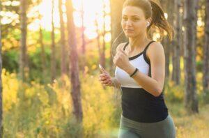Música - Mujer haciendo deporte