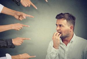 Fobia Social - Hombre se siente señalado